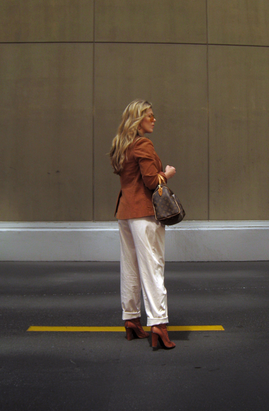 70's+Rust Blazer+Louis Vuitton Bag+Blond waves+khakis