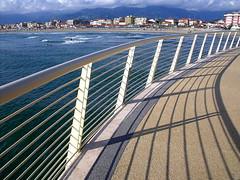Lido di Camaiore (Rosetta Bonatti (RosLol)) Tags: shadow sea lines mare ombra tuscany superhero toscana lido linee camaiore superaplus aplusphoto roslol