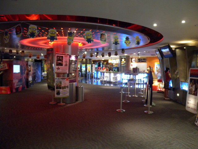 Eng_Wah_Cinemas_01
