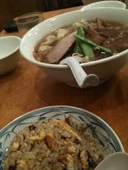 ちょろりでワンタン麺と半チャーハン