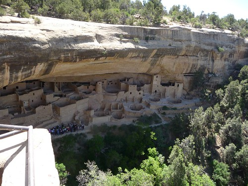 mesa verde rock dwellings.