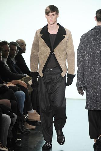 Philipp Bierbaum3126_FW10_Paris_Yves Saint Laurent(VOGUE.com)