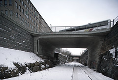 Harbour railroad & bus (Timo-Pekka Heima) Tags: railroad winter bus k suomi finland helsinki s talvi 2009 buss liikenne bussi savonlinja rautatie rautatienkatu satamarata