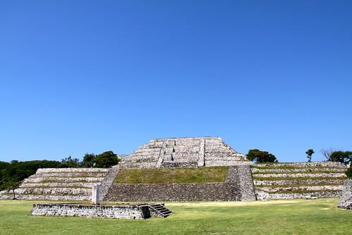 70.Pirámide