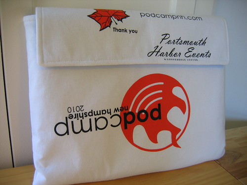 Reconstructed t-shirt – laptop sleeve – front