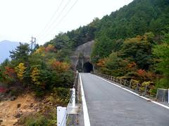 トンネルを抜けると黒木ダム