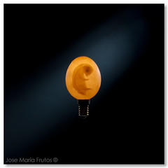 Revival... (encore_0) Tags: stilllife bird lightbulb contraluz egg ave fetus pajaro huevo backlighting embryo bodegon socket bombilla embrion feto naturalezamuerta casquillo encore0 josemariafrutos