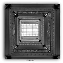 Festplattenfund  6 (petra.foto busy busy busy) Tags: kontorhaus hamburg laishof treppenhaus stairs quadrat schwarz weis monocrom fotopetra canon