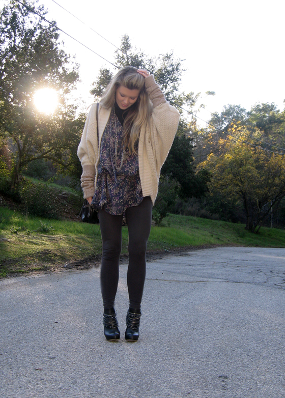 huge-cardigan-boots-with-chains-9