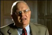 Webster Tarpley : Obama déclare la guerre au Pakistan thumbnail