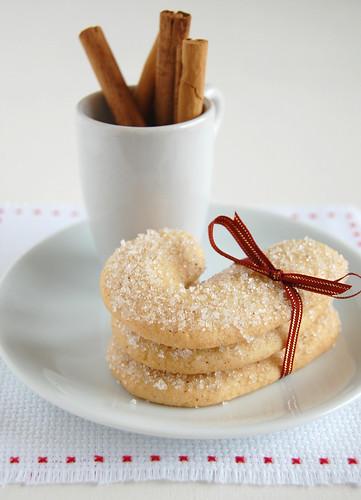 Cinnamon candy canes / Bengalinhas de canela