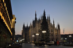 Duomo, Milano, Italy (goga2025) Tags: christmas city light italy milan architecture dawn nikon holidays italia cathedral milano lamps duomo nikkor cattedrale d5000
