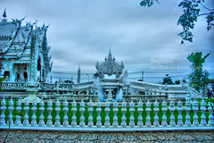 White Thai temple (Pkamo@Tai) Tags: trip travel thailand temple design tour thai chiangrai whitetemple watrongkun  puykamo   beautifultemple greatplacetovisit