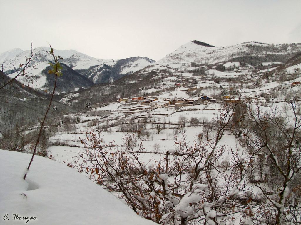 Xomezana desde la carretera de Sotiello a Carraluz