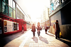 sunshine avenue (moaan) Tags: street leica light people sun sunlight sunshine january kobe utata m8 avenue 2010  sannomiya 21mm nofinder  superangulon januarysunshine f34 dogital leicam8 leicasuperangulon21mmf34 gettyimagesjapanq1 gettyimagesjapanq2