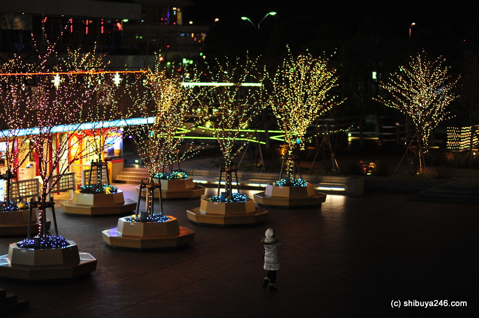 Night lights outside Queen's Square shopping mall, Minato Mirai, Yokohama.