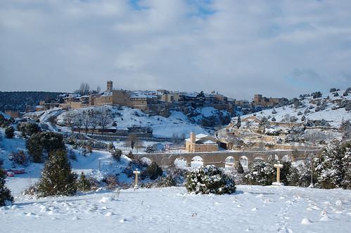 Vista nevada de Pedraza desde el cementerio