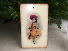 "Cutting board ""Girl with shovel'"