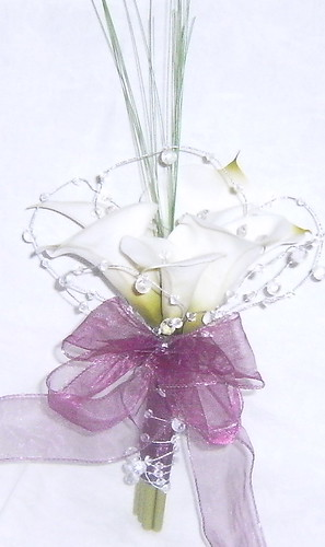 * megan 432c po* a bridesmaids calla lily bouquet/handtied of calla lillies and lots of silver wired gems by you.