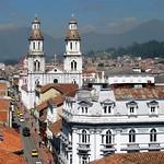 Cuenca: Vista Aérea Iglesia de Santo Domingo y Calle Gran Colombia