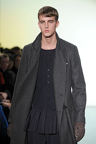 James Smith3028_FW10_Paris_Yves Saint Laurent(nikestav10@mh)