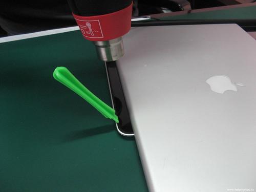macbook-pro-unibody-zamena-stekla