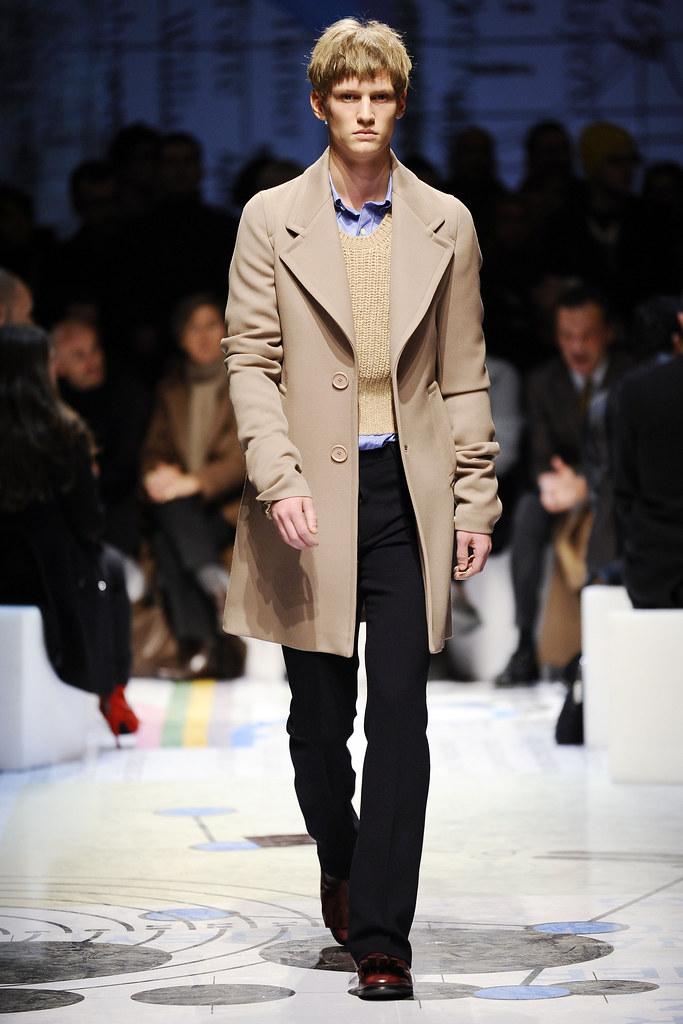 Alexander Johansson3027_FW10_Milan_Prada(nikkowhite@mh)