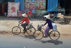 Vietnamese Cyclists (CAUT) Tags: trip travel viaje bike temple nikon asia seasia vietnamese cyclist bicicleta vietnam backpacking ciclista bici backpacker caodai 2010 d60 nonla caodaism caodaitemple nikond60 sudesteasitico surdeasia tyninh tayninh