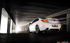Opel Insignia OPC.. (Luuk van Kaathoven) Tags: white nikon photoshoot centre parking flash sb600 performance lot van insignia opel opc spafrancorchamps luuk triggered d80 luukvankaathovennl kaathoven