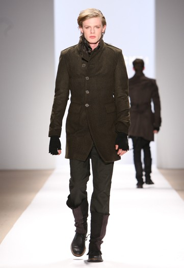 Lenz von Johnston3011_FW10_NY_Mik Cire by Eric Kim(WWD)