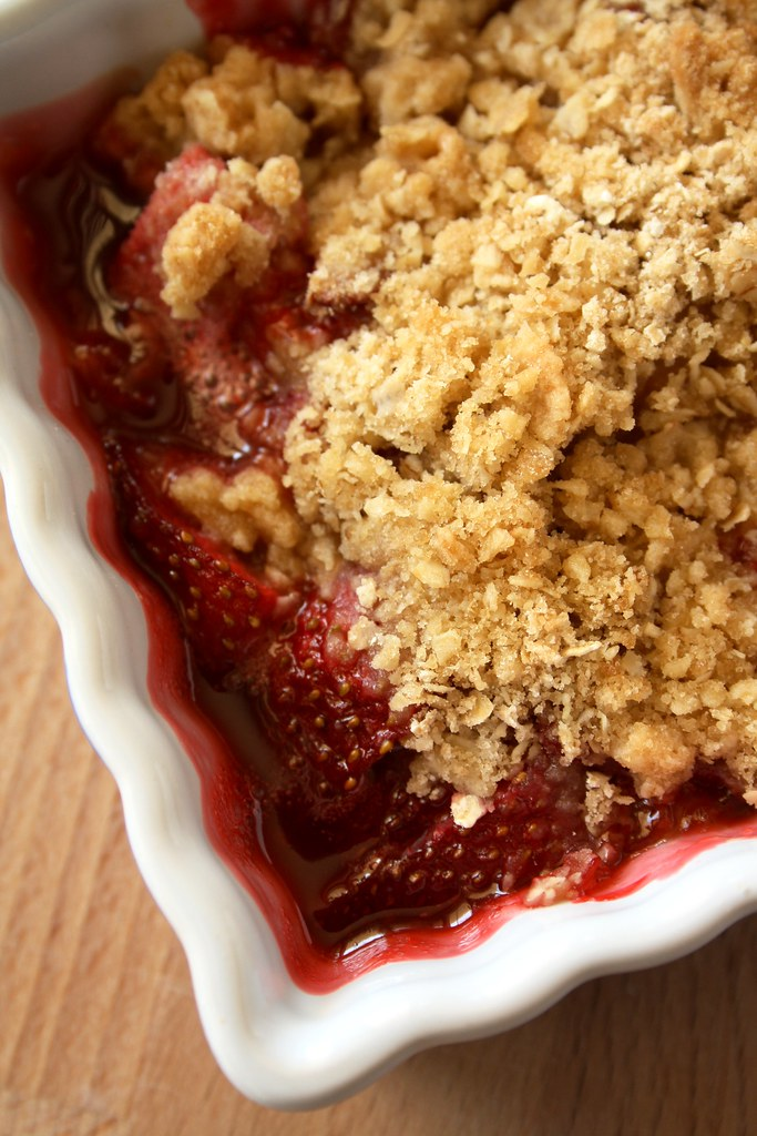 Strawberry-Rhubarb Irish Crumble
