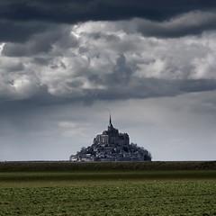 Horizont (Julio López Saguar) Tags: france abbey clouds landscape paisaje nubes normandie monte normandy francia mont abadía saintmichel normandía juliolópezsaguar