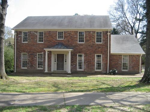 Exterior Front - yard & facade a