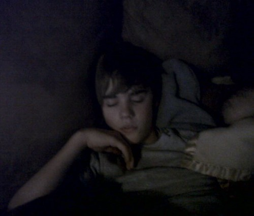justin-bieber-sleeping-picture