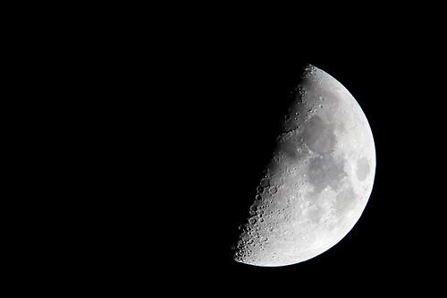 Hand held moon 21'04'2010