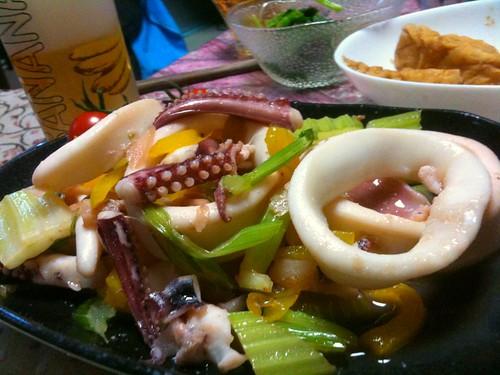 #jisui イカとセロリのナンプラー炒め!色温度あたたかく。