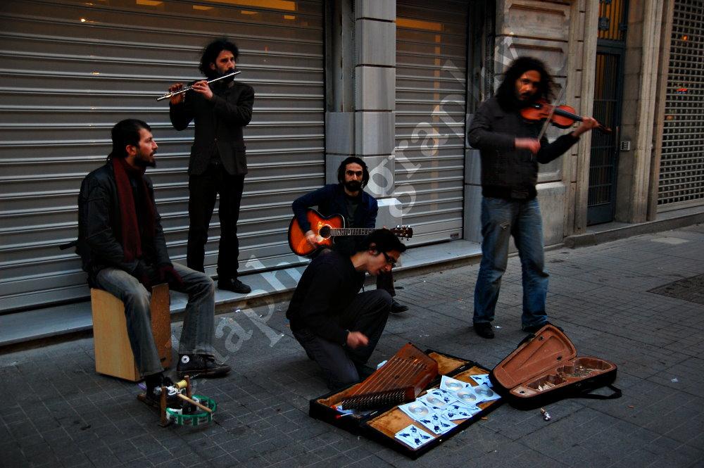 street musicians in Beyoglu