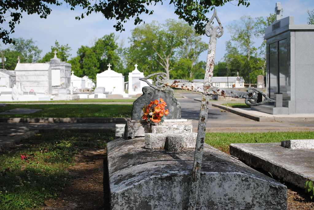 cross, assumption cemetery