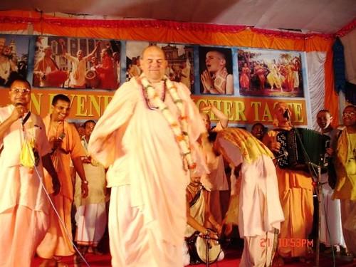 H H Jayapataka Swami in Tirupati 2006 - 0069 por ISKCON desire  tree.