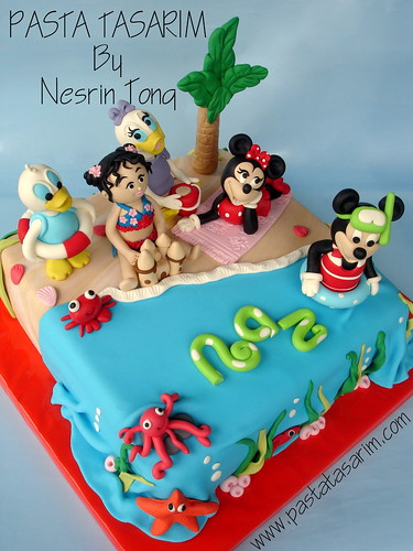DISNEY CHARACTERS IN BEACH BIRTHDAY PARTY CAKE
