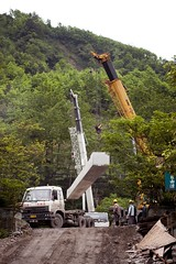 The lift (Feral_Cat_Films) Tags: china truck earthquake workers construction semitruck tractortrailer bridgeconstruction sichunan
