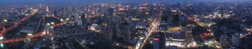 2000px-Bangkok_at_night