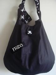 Bolsa Caveirinhas (*Frida*) Tags: branco bag handmade artesanal preto fabric bolsa caveira tecido algodão sarja duplaface feitoamão tricoline botãoforrado alçaregulável
