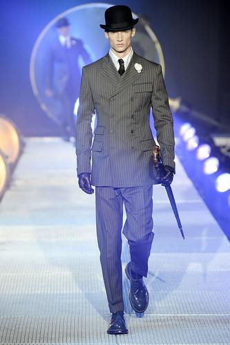 Philipp Bierbaum3115_FW10_Paris_John Galliano_HQ(VOGUE.com)