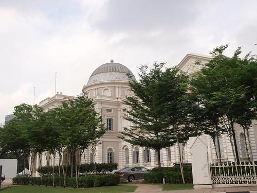 綠意圍繞的新加坡歷史博物館