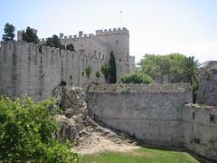 Medieval Rhodos Castle (Corien van Delft) Tags: sea haven castle greek ancient harbour aegean medieval greece knights rodos kasteel rhodos griekenland grieks middeleeuws ellda  hells rdos