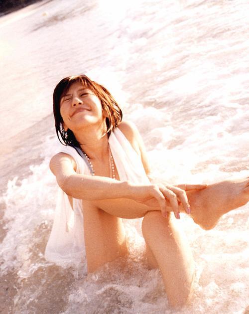 波が気持ちよさそうな白石美帆