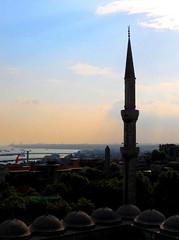 2010 istanbul 272 (ebruzenesen - esengül) Tags: turkey türkiye istanbul mosque ottoman cami deniz mavi sultanahmet bulut minare kubbe architec yeşillik süsleme alem şadırvan avlu tarihiyapı ebruzenesen muslimcultur dikiltaş