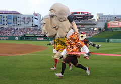 George Washington beats Thomas Jefferson by a Nose in the Washington Nationals presidents race