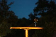 Verre solitaire (Pi-F) Tags: nuit table or verre seul solitaire composition éclairage effet lumière